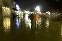 Dans les rues de Venise, sous la pluie - In the streets of Venice, a rainy day, ref eb082496GE