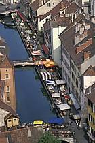 Le marché à Annecy, le canal du Thiou, Haute-Savoie, ref fc0251-40LE