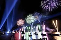 Feu d'artifice de la fête du lac d'Annecy / Fireworks, Haute-Savoie, Alpes, ref fc063299GE