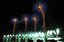 Feu d'artifice de la fête du lac d'Annecy, Haute-Savoie, ref fc063306GE