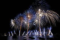Feu d'artifice de la fête du lac d'Annecy / Fireworks, Haute-Savoie, Alpes, ref fc063310GE