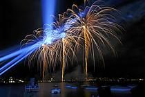 Feu d'artifice de la fête du lac d'Annecy, Haute-Savoie, ref fc063313GE