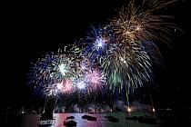 Feu d'artifice de la fête du lac d'Annecy, Haute-Savoie, ref fc063325GE