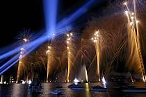 Feu d'artifice de la fête du lac d'Annecy, Haute-Savoie, ref fc063329GE