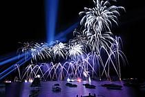 Feu d'artifice de la fête du lac d'Annecy, Haute-Savoie, ref fc063333GE