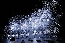 Feu d'artifice de la fête du lac d'Annecy, Haute-Savoie, ref fc063336GE