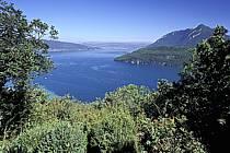 Lac d'Annecy, le Roc de Chère, le Mont Veyrier, Haute-Savoie, ref fc2059-22LE